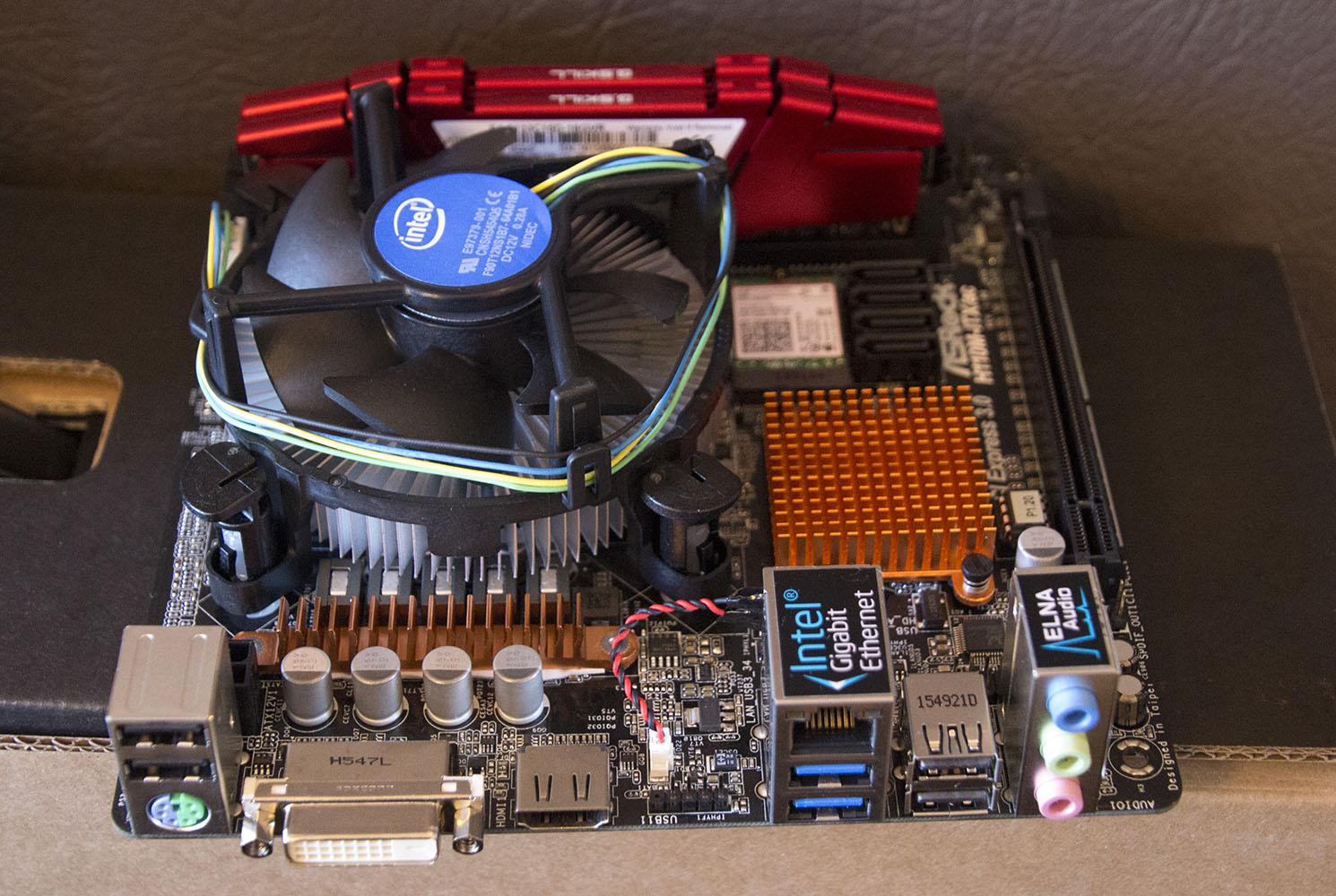 La carte mère Asrock H110M-ITX/AC avec i3-6300 et  mémoire 16Go